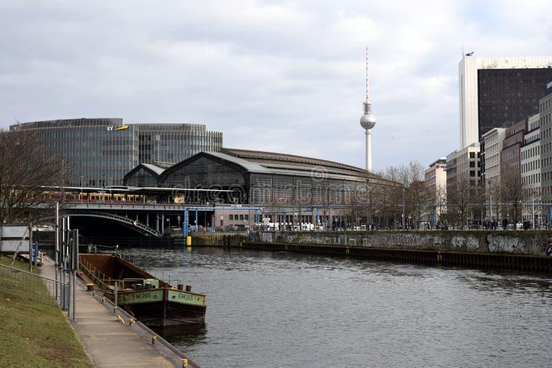 Bahnhof Friedrichstrasse und狂欢柏林 库存照片