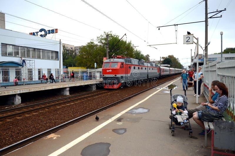 Bahnhof Podlipki-Datscha Yaroslavl-Richtung der Moskau-Eisenbahn lizenzfreie stockbilder