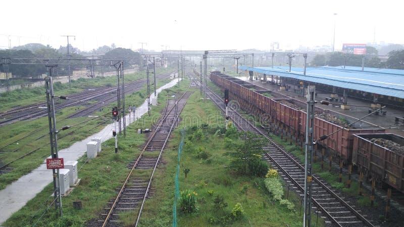 Bahnhof Tambaram Chennai-Ansicht von den Brückenbahnen stockfotografie