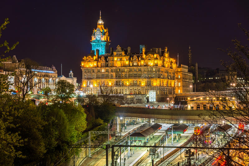 Bahnhof Waverley in Edinburgh lizenzfreie stockfotografie