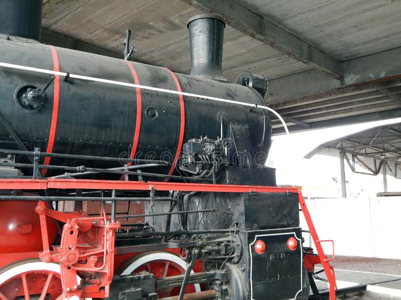 Bahnlokomotive im Zug lizenzfreie stockbilder