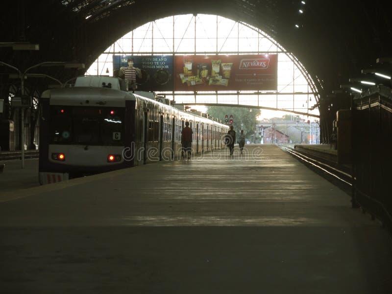 Bahnstation, Buenos Aires Redaktionelles Foto