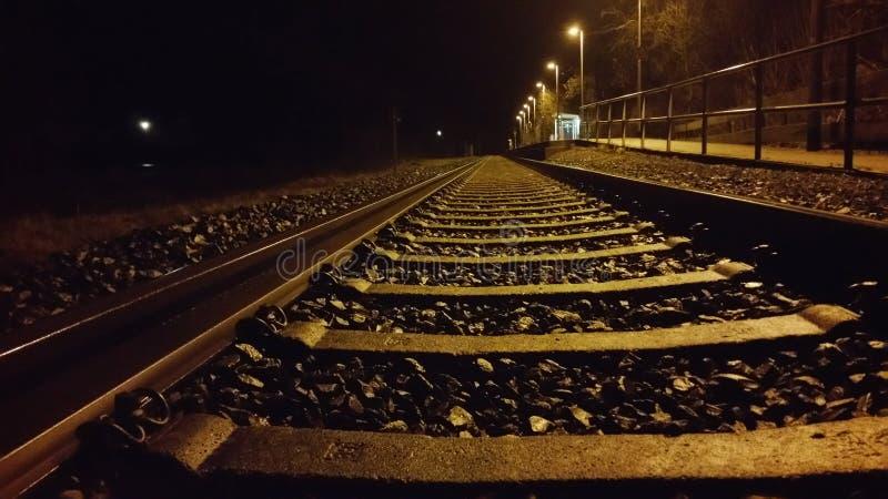 Bahnstations-Nacht stockfotografie