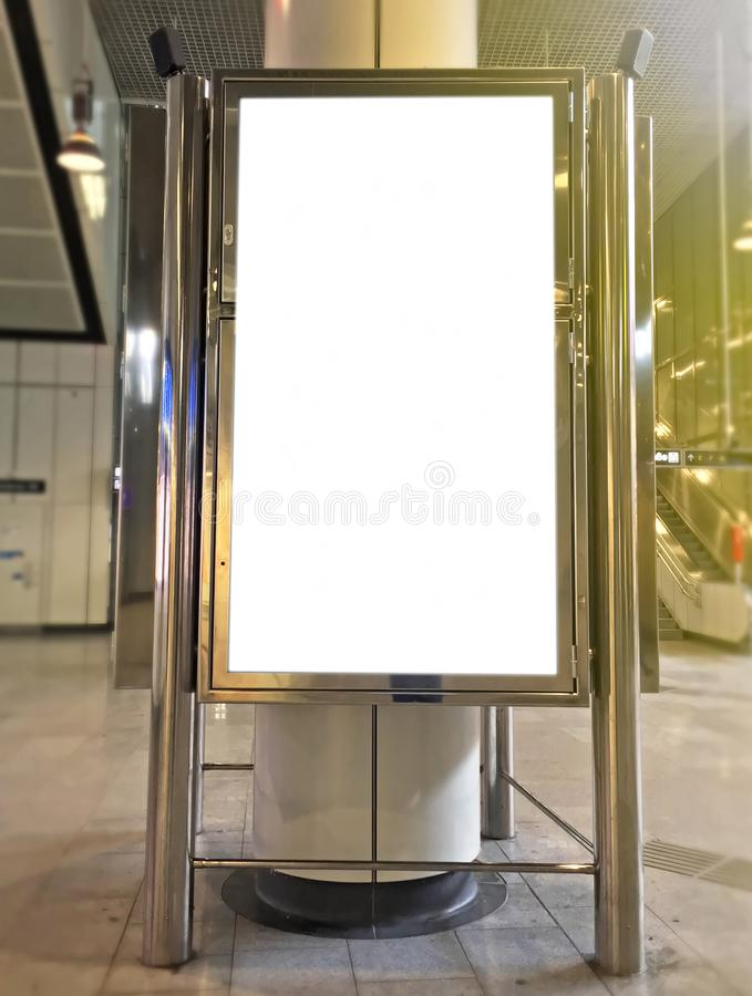 Bahnstationsinformationen stockfoto