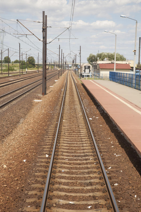 Bahnstrecke-und Stations-Plattform in Polen stockbilder