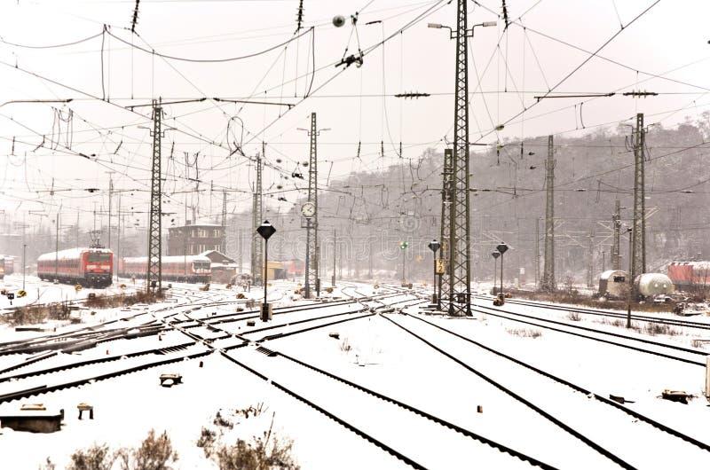 Bahnstrecken im Winter lizenzfreie stockbilder
