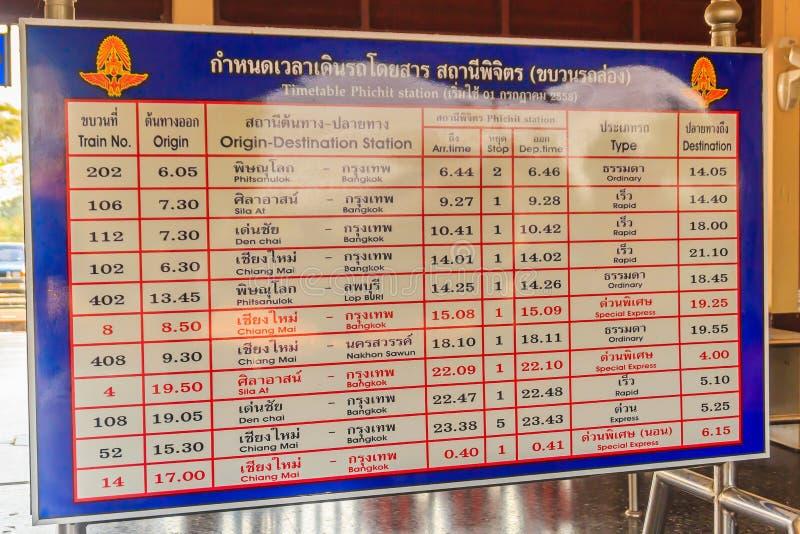Bahnzeitplan an an Bahnhof Phichit, der hauptsächlichbahnhof von Phichit-Provinz und gelegen 347 Kilometer (215 5 MI stockfoto