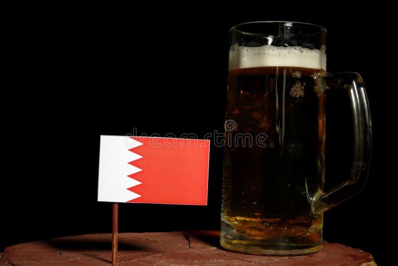 Download Bahrain-Flagge Mit Dem Bierkrug Lokalisiert Auf Schwarzem Stockfoto - Bild von schaumgummi, masse: 96933924