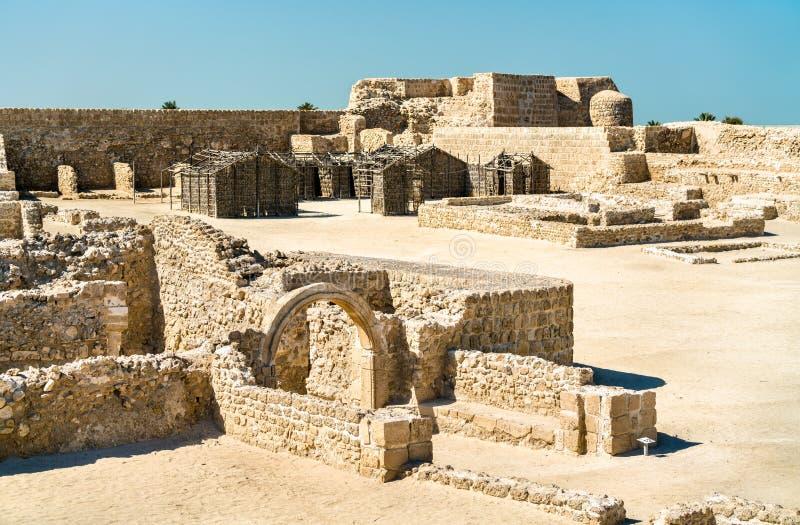 Bahrain fort- eller Qal ` på al-Bahrain En plats för UNESCO-världsarv royaltyfria bilder