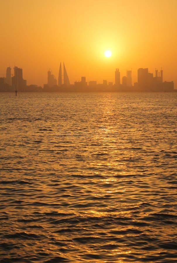 Bahrain horisont under solnedgång royaltyfri fotografi