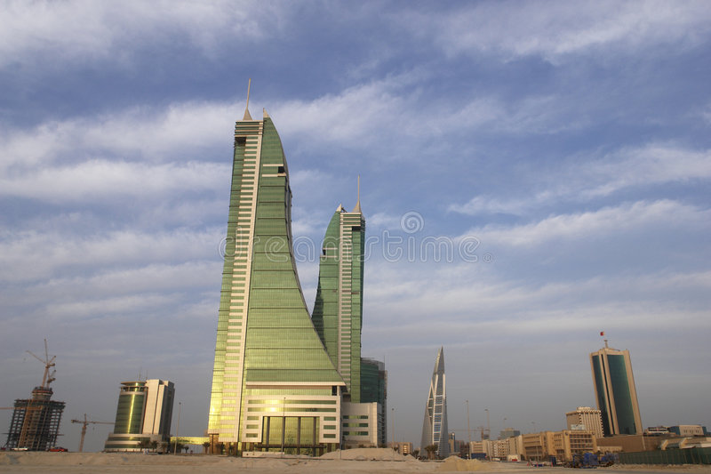 Bahrain-Stadtbild an einem bewölkten Tag lizenzfreie stockbilder