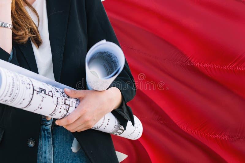 Bahrajński architekt kobiety mienia projekt przeciw Bahrajn falowania flagi tłu Budowy i architektury poj?cie obraz royalty free