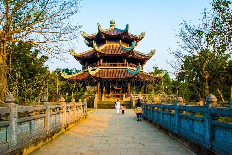 Bai Dinh Pagoda - el complejo más biggiest del templo de Vietnam, Trang, Ninh Binh foto de archivo