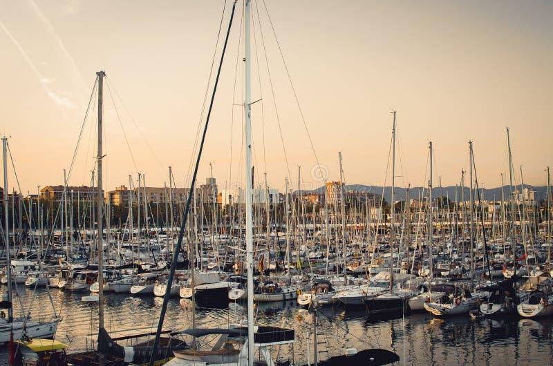 Baia con gli yacht fotografie stock