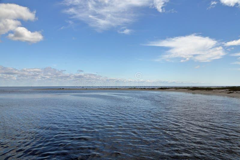 Baia con una spiaggia sabbiosa sulla costa di golfo di Florida immagine stock