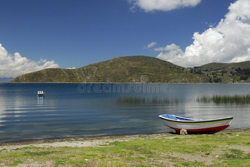 Baia del lago Titicaca come veduto da Isla del Sol fotografia stock
