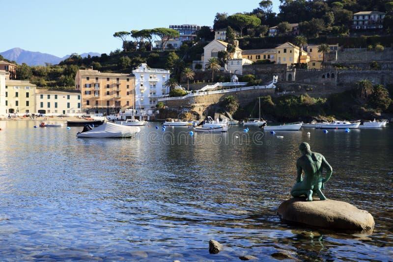 Baia della spiaggia di silenzio e delle barche, Sestri Levante, Genova, Liguria, Italia, Europa immagine stock