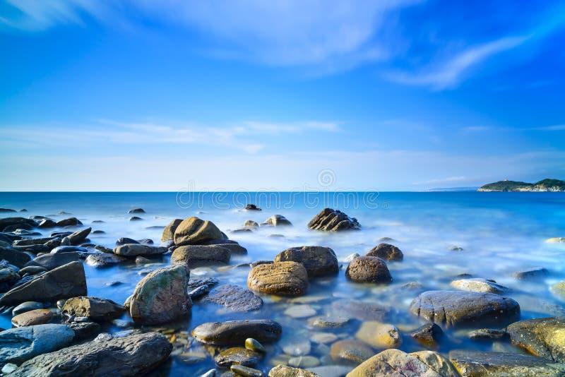 Download Baia Di Baratti, Rocce In Un Oceano Blu Sul Tramonto. La Toscana, Italia. Fotografia Stock - Immagine di paesaggio, festa: 30827058