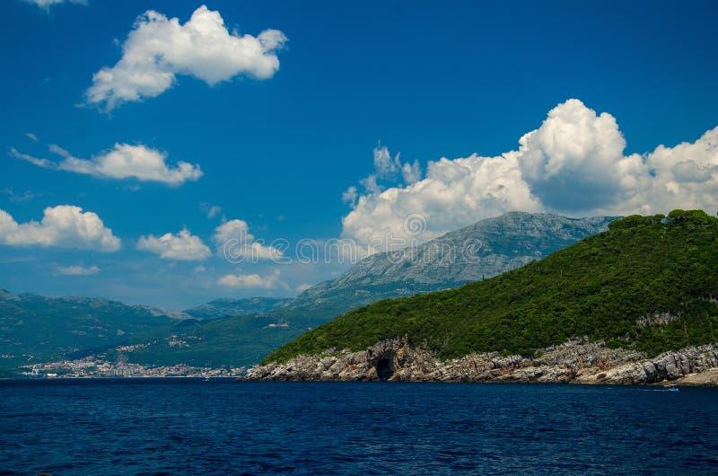Baia di Boka Cattaro, Castelnuovo ed alpi di Orjen Dinaric del supporto, Monten fotografia stock libera da diritti