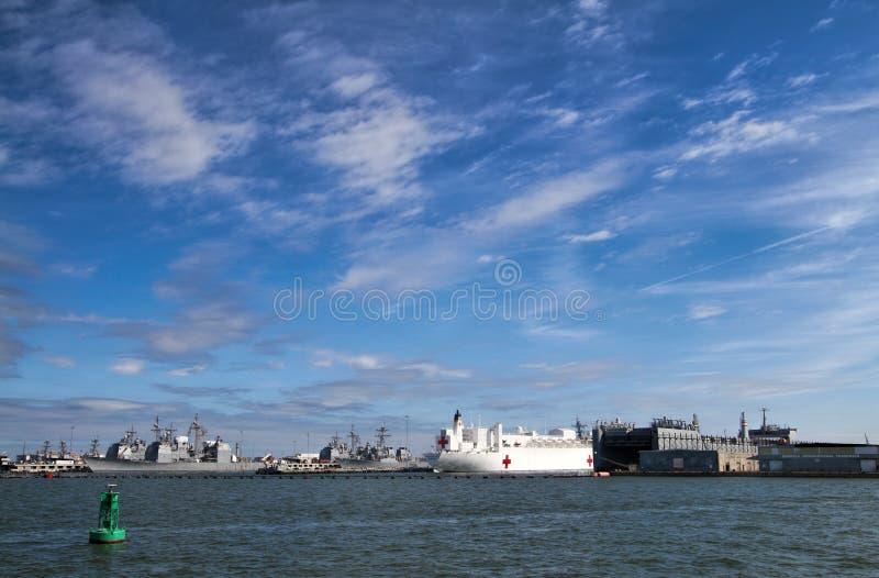 Baia di Chesapeake delle navi degli Stati Uniti Norfolk fotografie stock libere da diritti