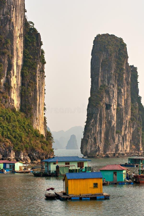 Baia di Halong, Vietnam. Luogo del patrimonio mondiale dell'Unesco. fotografie stock libere da diritti