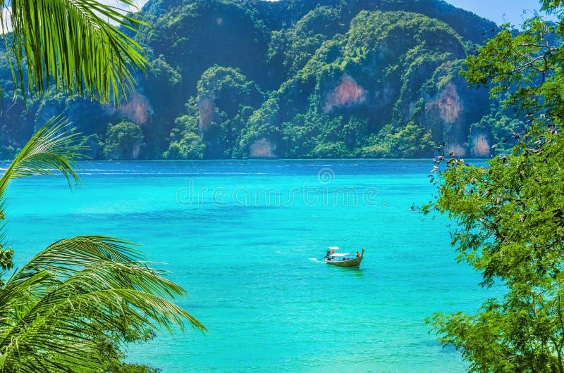 Baia di paradiso su Phi Island, Tailandia fotografia stock