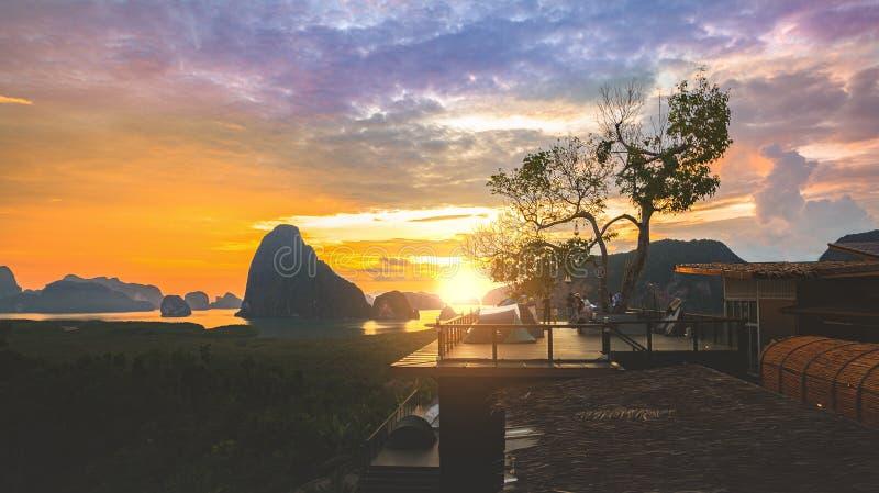 Baia di Phang Nga dal punto di vista del sametnangshe, Phangnga Tailandia fotografia stock libera da diritti