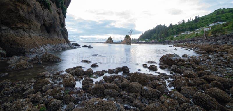Baia di Tillamook, Oregon nella sera immagini stock libere da diritti