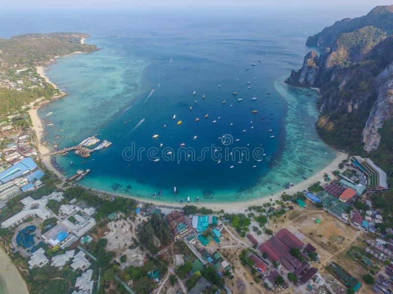 Baia di Tonsay nelle isole di PhiPhi immagine stock