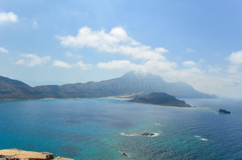 Baia pittoresca di Balos in Creta, Grecia Vista dal mare immagine stock