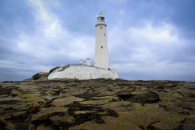 Baia Regno Unito di whitley del faro dei marys della st fotografia stock libera da diritti