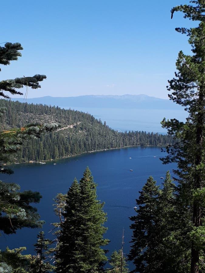 Baia verde smeraldo, Lake Tahoe, California fotografia stock