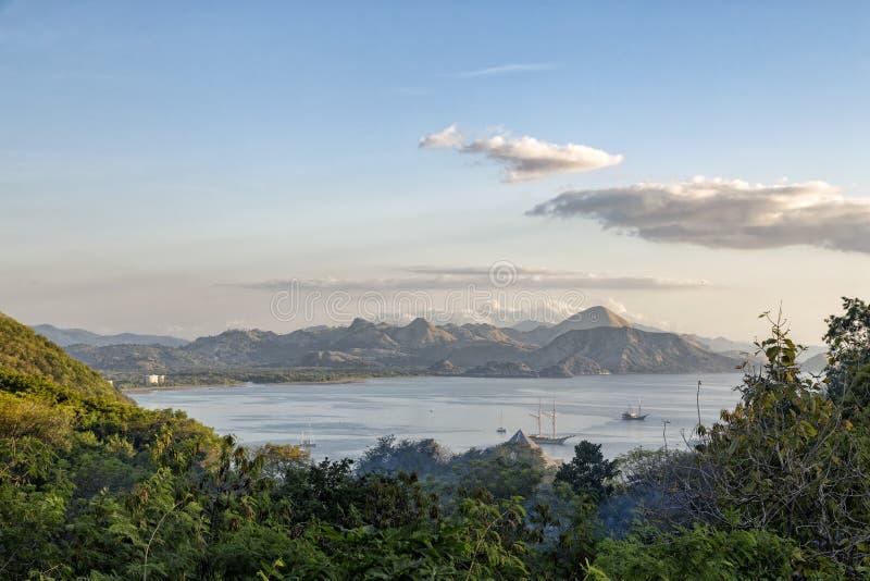 Baia vicino a Labuan Bajo fotografie stock libere da diritti