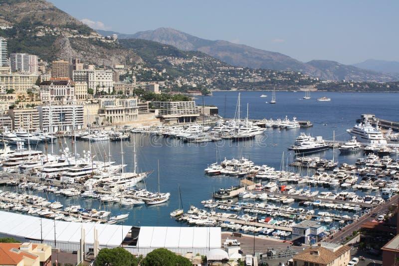 Baie avec des yachts, Cote d'Azure, France photos stock
