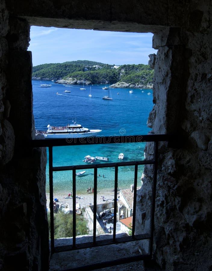 Baie d'îles de Tremiti avec des bateaux photos stock