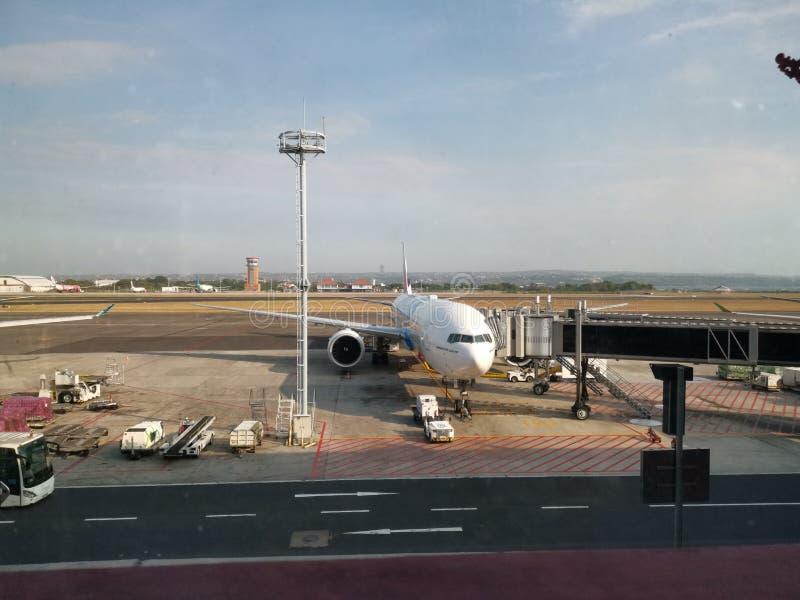 Baie d'amarrage d'avion d'aéroport photographie stock libre de droits
