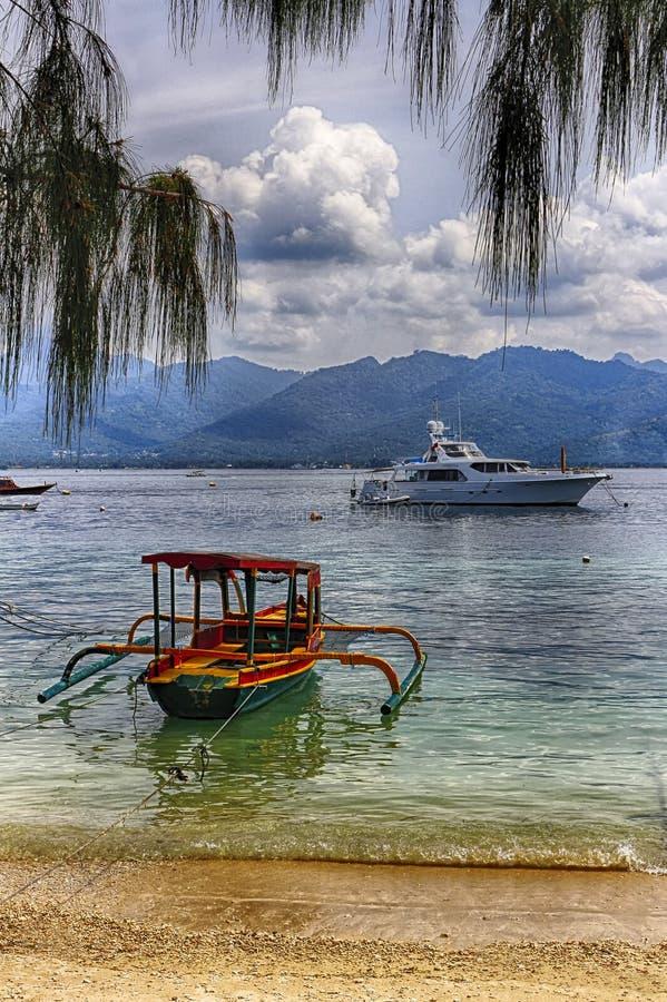 Baie d'océan, catamaran de dock image libre de droits