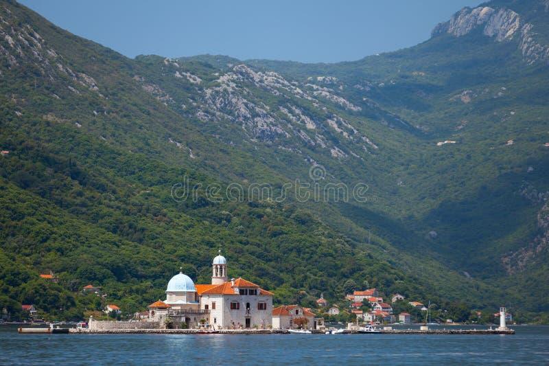 Baie de Kotor. Petite église sur l'île photographie stock libre de droits