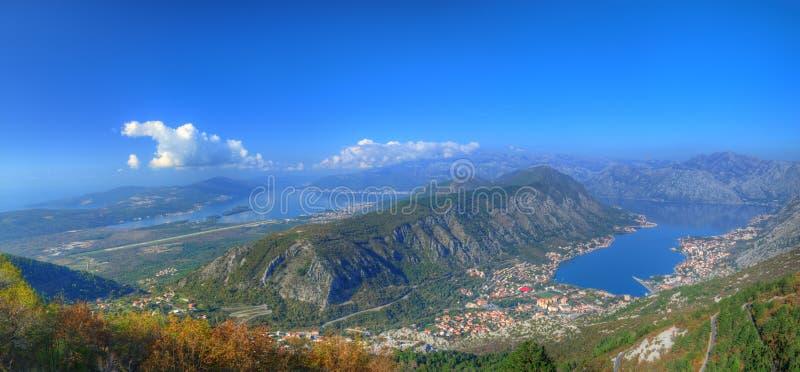 Baie de Kotor, ville de Kototr, ville de Tivat, Monténégro - panorama au-dessus de la baie photographie stock libre de droits