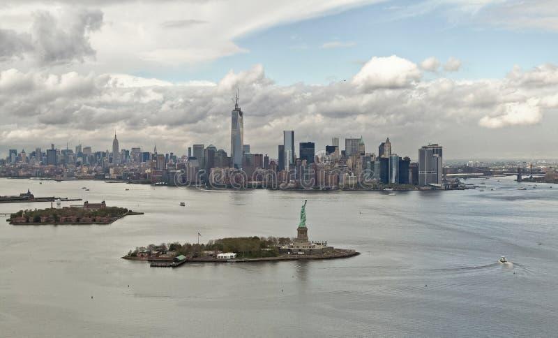 Baie de Manhattan et Liberty Island, New York, Etats-Unis photo libre de droits