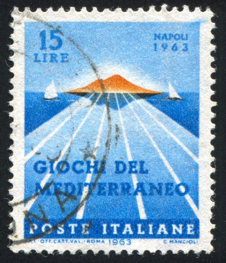 Baie de Naples, de Vésuve et de voiliers photos stock