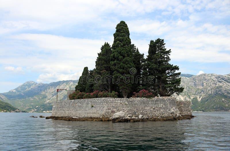 Baie de Perast d'île de monastère de St George de Kotor photographie stock
