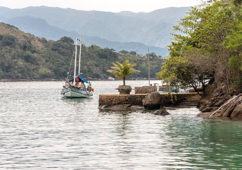 Baie et bateaux Rio de Janeiro Brazil de Paraty photo libre de droits