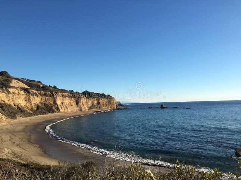 Baie et falaises photographie stock