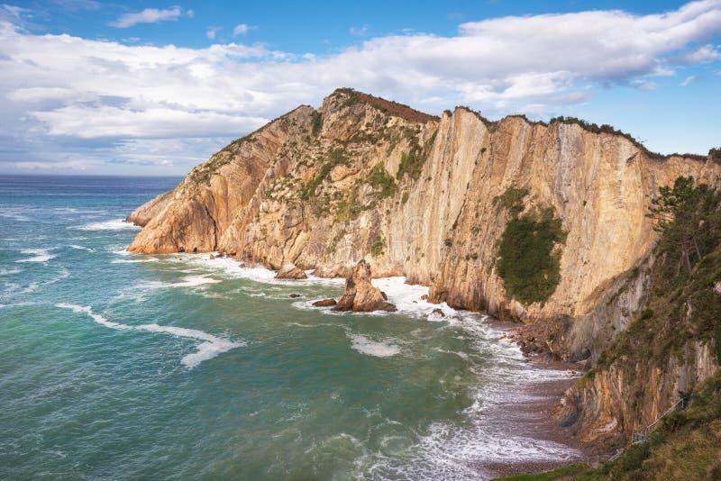 Baie et falaises en plage de silenio d'EL, Cudillero, Asturies, Espagne photographie stock