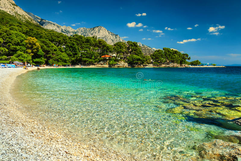 Baie et plage spectaculaires, Brela, région de la Dalmatie, Croatie, l'Europe photographie stock libre de droits