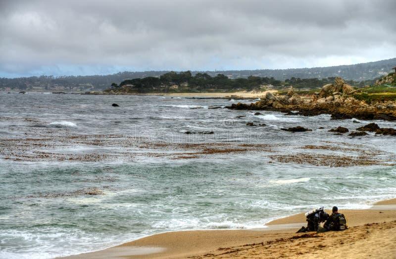 Baie la Californie de Monterey de plongeurs autonomes images libres de droits