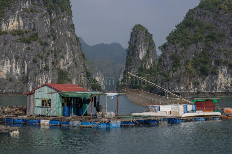 Baie longue des ha, Vietnam, le 3 janvier 2015 : Vue de floati long de baie d'ha image libre de droits