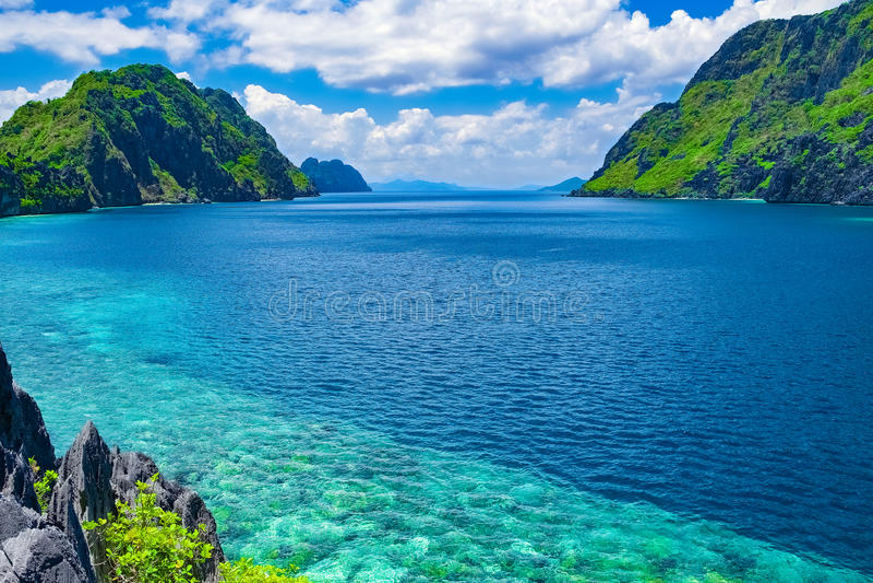 Baie tropicale de mer, EL Nido, Palawan, Philippines photos libres de droits