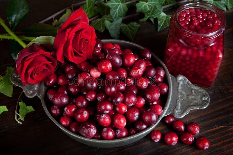 Baies et roses d'action de grâces photos stock